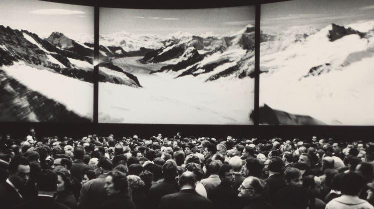 Im Auftrag der PTT erklärte er mit seinen Bilder, wie's geht: Ernst A. Heiniger, Plakat «so telephonieren», 1950. (Bild: Fotostiftung Schweiz)