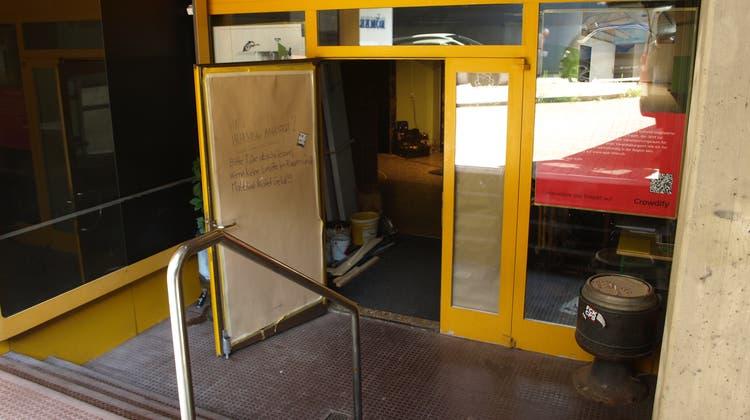 Noch sind die Türen nur für die Bauarbeiten geöffnet, doch im Herbst sollen auch Besucher in das neue APA KultA strömen. (Felix Ott)