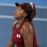 Die japanische TennisspielerinNaomi Osaka entzündete das Olympische Feuer. (Laurent Gillieron / KEYSTONE)