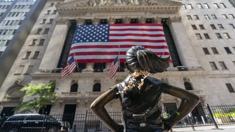 Blick auf die New Yorker Börse. Trotz stockendem Wirtschaftswachstum legten die Leitindexe zu. (Mary Altaffer / AP)
