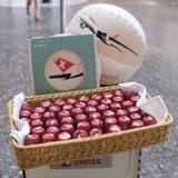 Süsse Luftküsse gab es diese Woche für Swiss-Passagiere. (Screenshot Facebook/Swiss)