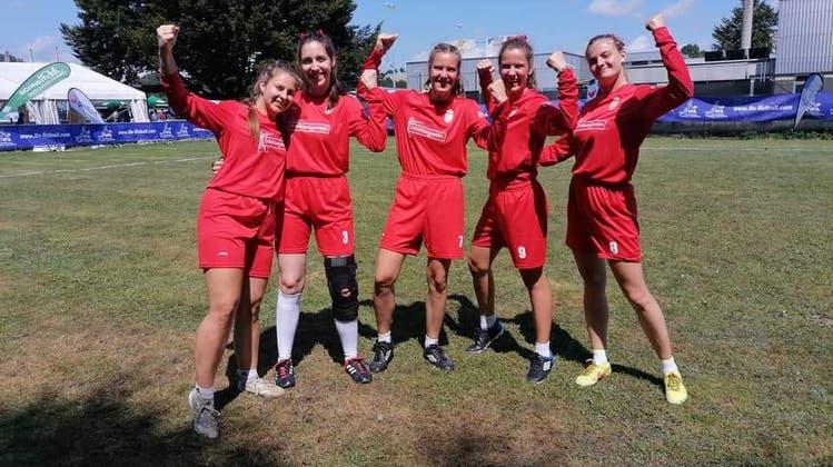 Die Spielerinnen der serbischen Nationalmannschaft freuen sich über einen Sieg in der Vorrunde. (Bild: Facebook)