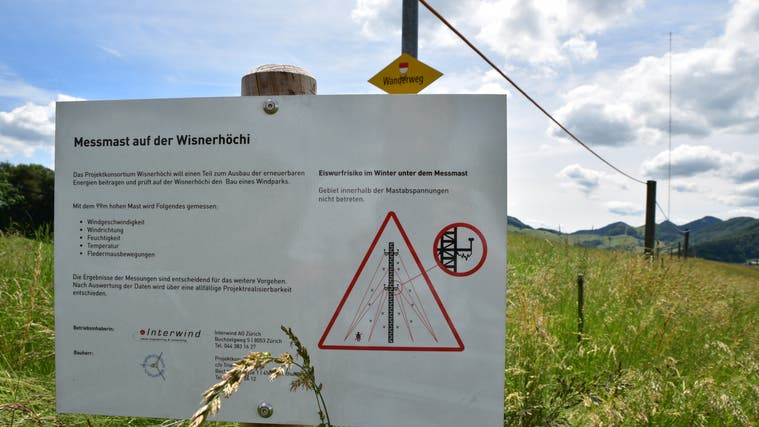Da bestanden noch Hoffnungen: Messmast für eine geplante Windkraftanlage auf der Wisnerhöchi. (Bruno Kissling(20. Juni 2016))