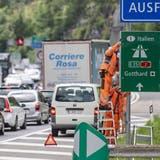 Der Ferienreiseverkehr führt am Gotthard auch dieses Wochenende wieder zu langen Staus - und zwar in beide Richtungen. (Archivbild) (Keystone)