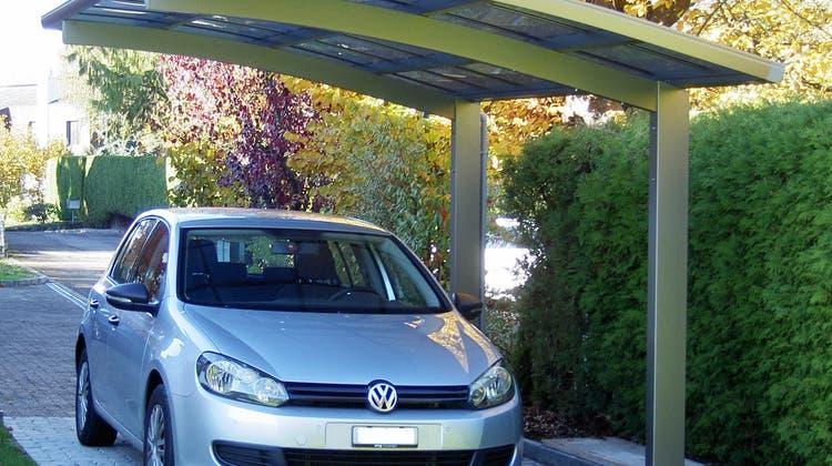 Ein VW steht unter einem Dach (Symbolbild). (NCH)