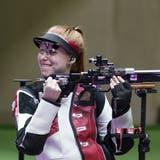 Nina Christen holt sich die Goldmedaille mit dem Kleinkalibergewehr. (Alex Brandon / AP)