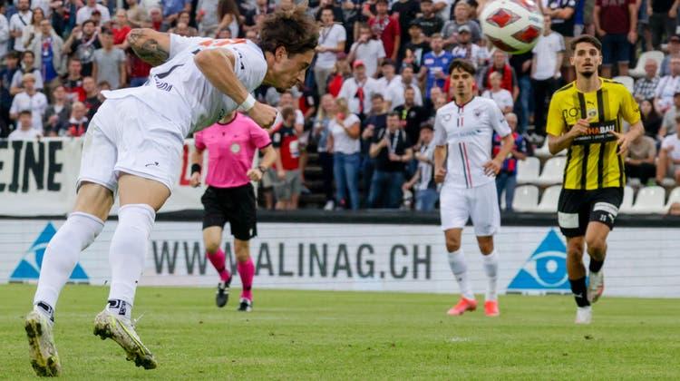 Ein Flugkopfball wie aus dem Bilderbuch sorgte für das 1:0 für den FC Aarau. (Marc Schumacher / freshfocus)