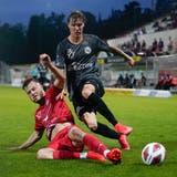 Zweites Spiel, zweite Niederlage für Sebastian Malinowski und den FC Wil - hier im Zweikampf gegen Winterthurs Adrian Gantenbein. (Bild: Claudio Thoma,Freshfocus)