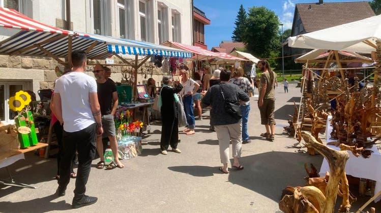 Gut besuchtes Dorfplatzfest in Wald