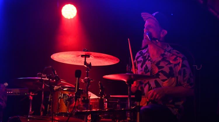 Badisounds in der Badi Gerlafingen: JJ Flück am Schlagzeug seiner Hausband. (Oliver Menge / Nikon Z6)