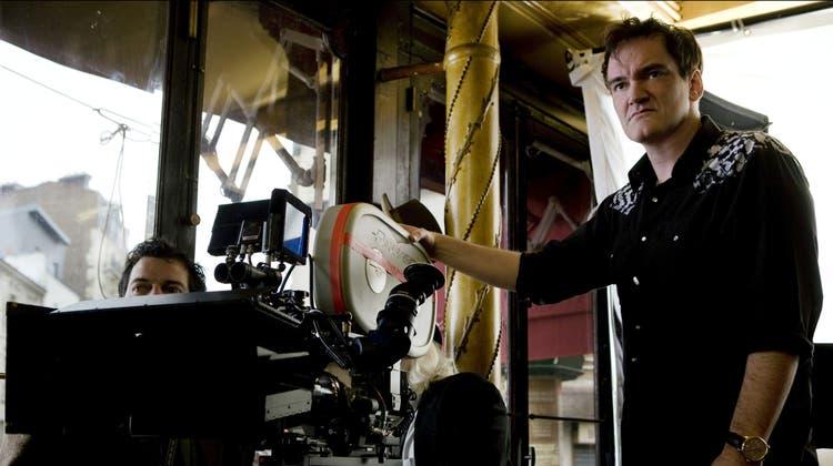 Für einmal nicht hinter der Kamera: Quentin Tarantino (im Bild bei den Dreharbeiten für«Inglorious Basterds»). (Bild: Francois Duhamel)