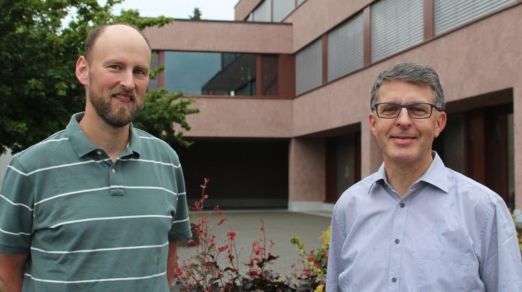 Martin Arnold (links) kandidiert für den freiwerdenden Sitz im Gemeinderat Muri. Neben ihm: FDP-Präsident Tobias Knecht. (zvg)