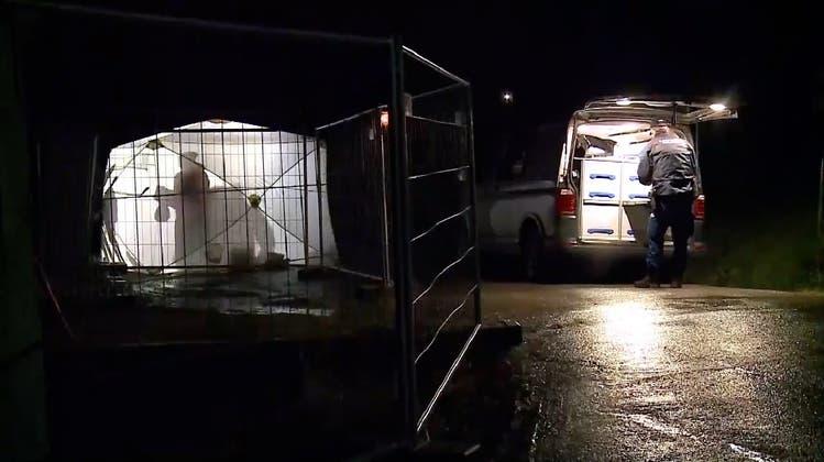 Die Polizei sperrte am Abend des 23. Dezembers 2019 den Unfallort ab. (Tele M1)
