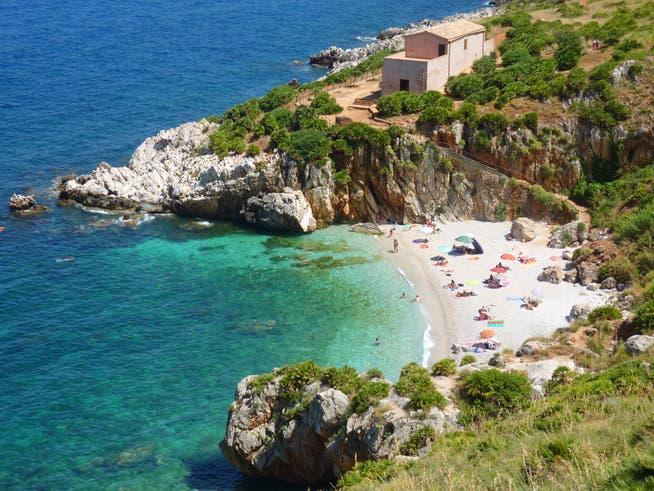 Bevor der Strand in Italien genossen werden kann, gilt es einige Auflagen zu erfüllen.