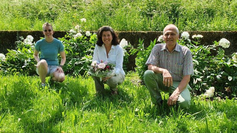 Claudia Seewald, Jacqueline Zesiger und Benedikt Gürtler (von links) freuen sich über die stille Wahl von Jörn Riedel. (zvg (13. Juni 2021))