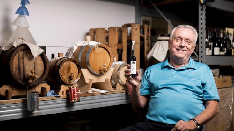 Andy Pape produziert in seiner Firma Balsamico und Essig. Er geniesst ihn am liebsten zu einem Stück Camembert. (Severin Bigler)