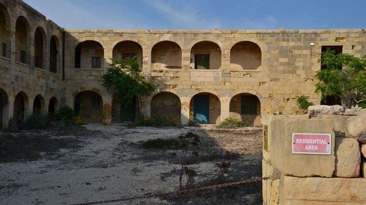 Das Überbleibsel der Quarantänestation: Die frühere «Residental Area» (zu Deutsch: Wohngebiet) steht schon lange leer. (Bild: Livia Fischer)