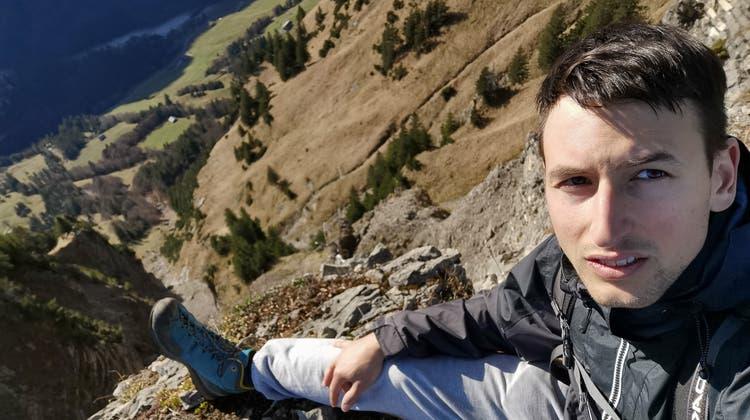 AhmosSchmiedt posiert auf einem Felsen. (Bild: PD)