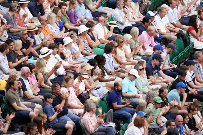 Auch die Zuschauern in Wimbledon tragen keine Masken.