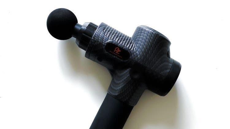 Die Massagepistole von Powerzonedrückt Ermüdungsschmerz in der Muskulatur weg. (Bild: zvg)