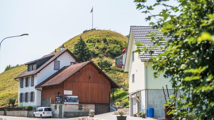 Im 2600-Seelen-Dorf Zunzgen mit seinem prägnanten HügelBüchel wollte man fünf Jahre lang keine neuen Mobilfunkantennen mehr erlauben. (Archiv/Kenneth Nars)