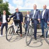 Steins Gemeinderat Hansruedi Schlatter (links) und Bad Säckingens Bürgermeister Alexander Guhl testeten die E-Bikes schon einmal. (Hans Christof Wagner)
