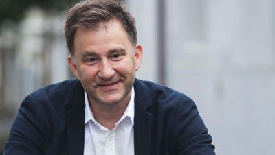 Verlässt das Haus während der EM nur selten: TV-Mann Sascha Ruefer in Sursee. (Britta Gut)