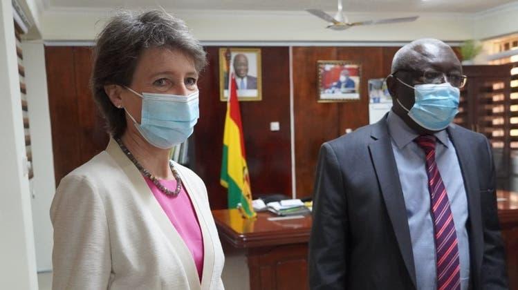 Umweltministerin Simonetta Sommaruga und ihr ghanaischer AmtskollegeKwaku Afriyie wollen den Export von Elektroschrott strenger regeln. (Uvek/Twitter)