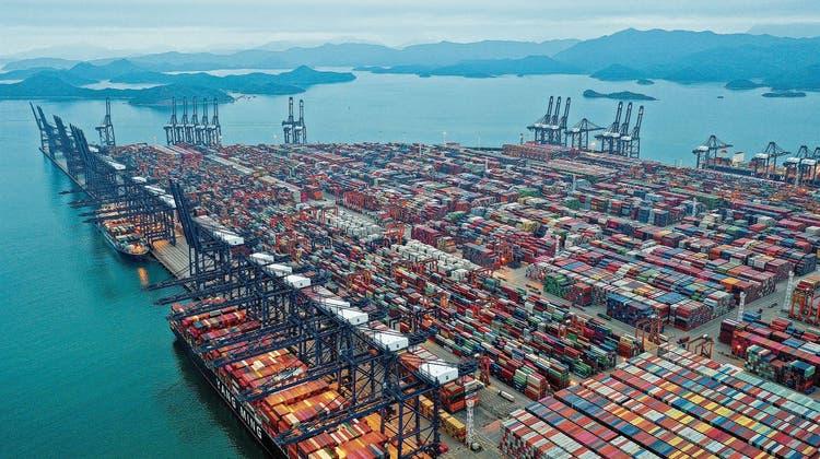 Der grösste Stau der Welt: Corona sorgt für Verzögerungen in einem riesigen Container-Hafen