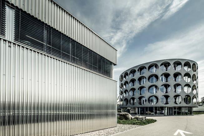 Die Konfitüren-Produktion (links) und der Hauptsitz von Hero (rechts) in Lenzburg.
