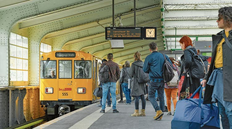 Ein Zug der Berliner Verkehrsbetriebe: «Schwarzfahren» gibt es hier bald nicht mehr. (key)