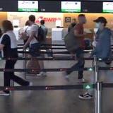 Längere Wartezeiten am Flughafen Zürich wegen Corona-Zertifikaten