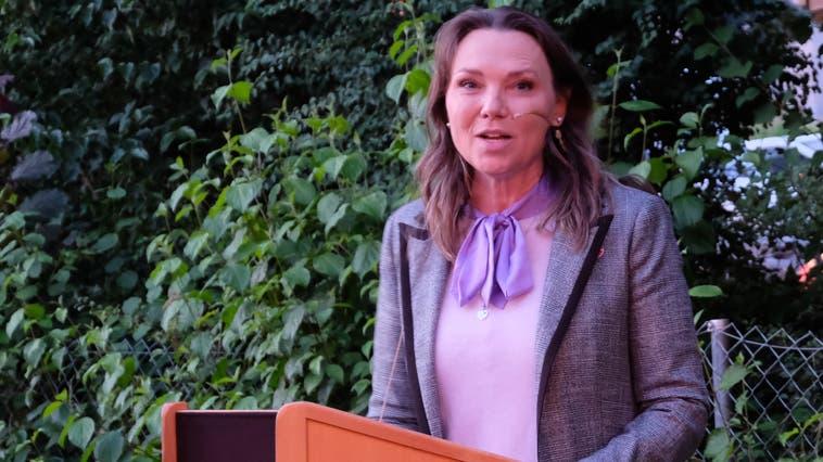 Im dritten Anlauf klappts: Janine Vannaz folgte der Oetwiler Einladung. (David Egger)