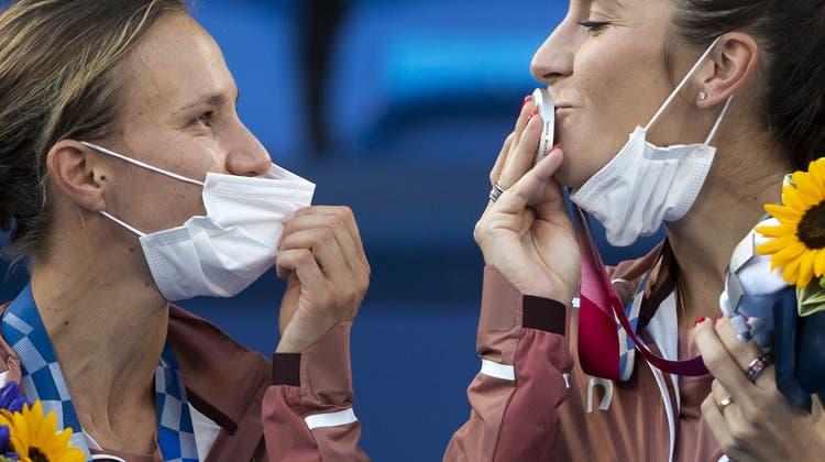 Viktorija Golubic und Belinda Bencic gewannen zusammen Olympia-Silber. (Peter Klaunzer / KEYSTONE)