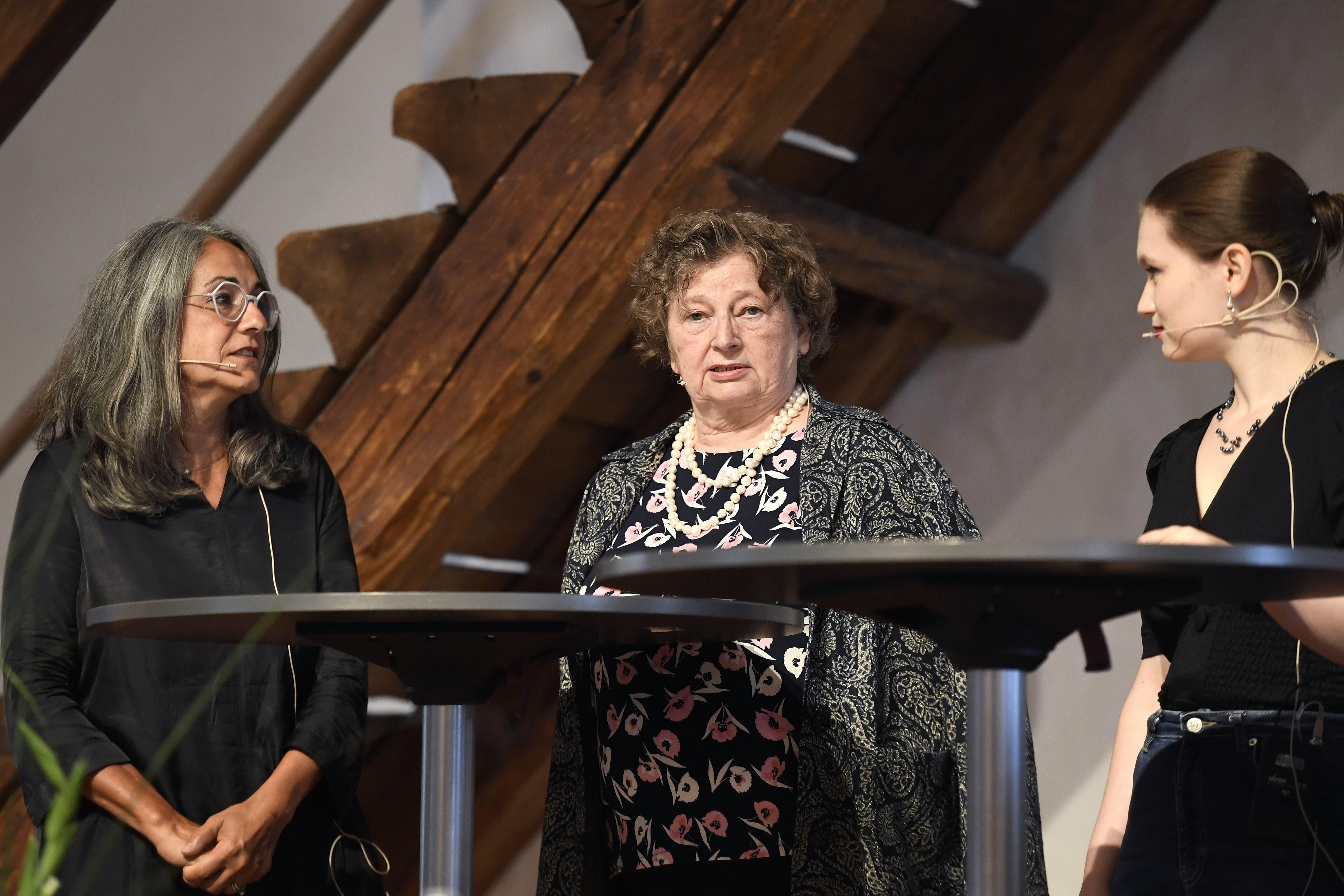 Von links nach rechts: Kathrin Scholl (alt Stadträtin und ehemalige Grossratspräsidentin, SP), Marianne Tribaldos (alt Einwohnerratspräsidentin, Die Mitte) und Anna Staub (Kampagnenleiterin und Vorstandsmitglied der Jungfreisinnigen Aargau) waren zum Podium anlässlich der Bundesfeier 2021 eingeladen.