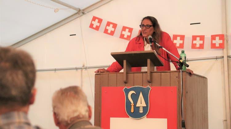 Für Gemeinnützigkeit, Freiheit und gemeinsamen Bodenbesitz:SP-Nationalrätin Jacqueline Badranlieferte eine politische Rede in Oberengstringen. (Lydia Lippuner)