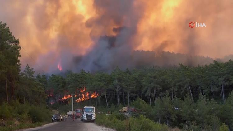 Katastrophen-Alarm am Mittelmeer: Kampf gegen Waldbrände in Griechenland und der Türkei geht weiter