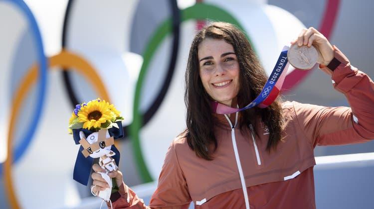 Ducarroz mit ihrer Bronzemedaille. (Laurent Gillieron / KEYSTONE)
