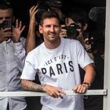 Lionel Messi am Flughafen in Paris. (Bild: Christophe Petit Tesson / EPA)