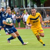 Dalibor Velickovic(in Gelb) und Sirnach bestreiten am Samstag in St.Margrethen das erste Pflichtspiel der neuen Saison. (Bild: Donato Caspari (Henau, 26. Juni 2021))