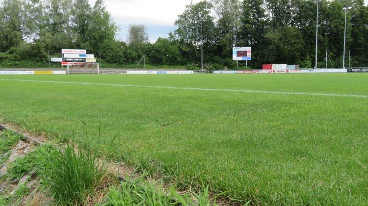 Jetzt kann der Rasen des Stadion Brühl in Muridurch einen Kunstrasen ersetzt werden. (Marc Ribolla (6.7.2020))
