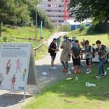 Inspektorin Wam KahumbuDennler hilft den Kindern aus der Telli, den Littering-Tätern spielerisch auf die Spur zu kommen. (Daniel Vizentini)