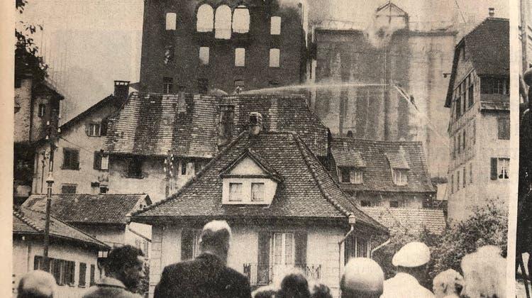 Brand der Mittleren Mühle oder Stadtmühle in Aarau am 3. August 1966. Bilder aus dem Aargauer Tablatt von Heinz Fröhlich. (At/Heinz Fröhlich / Aargauer Zeitung)