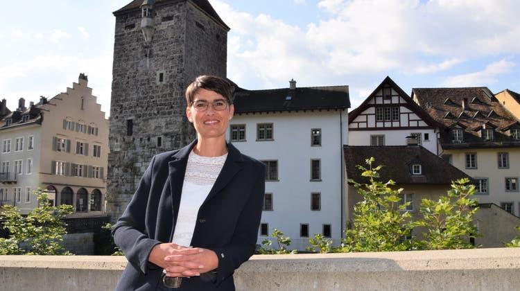 Yolanda Dätwiler – hier beim Schwarzen Turm – kandidiert für den Stadtrat. (mhu (12. August 2021))