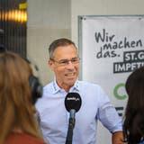 «Die teilweise fundamentalistische Diskussion über die Impfung finde ich mühsam»: Matthias Hüppi, Präsident des FC St.Gallen, an der Medienkonferenz zur St.Galler Impfkampagne. (Bild: Michel Canonica)