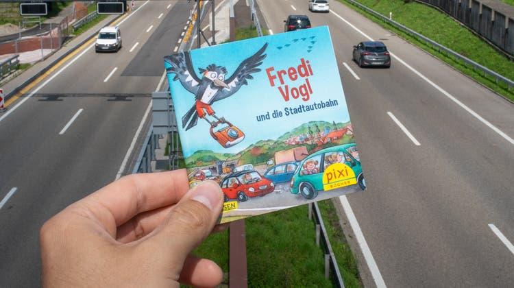 Die Comicfigur «Fredi Vogl» soll die Bevölkerung über die Sanierung der Stadtautobahn in St.Gallen aufklären. (Bild: Raphael Rohner)