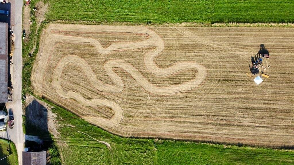 Beim Hauptrennen «Töffli-Cross» müssen die Mofas während 90 Minuten auf einem kurvenreichen Rundkurs Ausdauer beweisen.