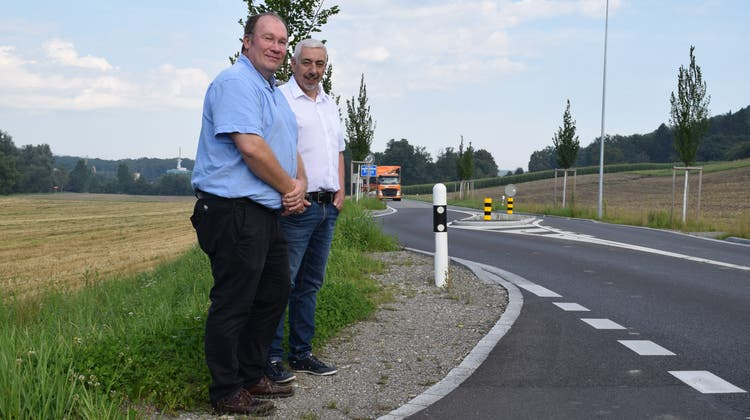 Auch nach einem Jahr sind sich die beiden Einwohnerräte Mika Heinsalo(links) und Roland Büchi nicht einig über Sinn oder Unsinn der Eingangspforte. (Pascal Bruhin)