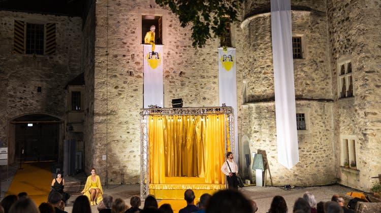 Ein schlichtes, stimmungsvolle Ambiente für einetolle Aufführung auf Schloss Hallwyl. (Martin Dominik Zemp / wilhelmina)
