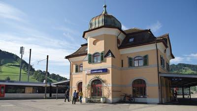 Hier wohnte einst der Bahnhofvorstand. Nun wird Kunst erarbeitet. (Bild: Sascha Erni)